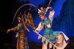 """Striden segrade generalerna för banbrytarePekingOpera"""" kvinnor av Yang Familyâ € royaltyfria foton"""