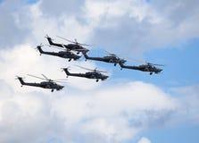 Stridhelikoptrar i flykten Royaltyfri Foto