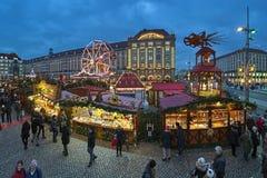 Striezelmarkt в Дрездене, одна из рождественских ярмарок Германии самых старых документированных стоковое фото