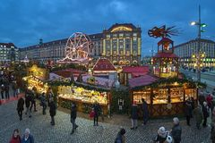 Striezelmarkt in Dresden, één van oudste gedocumenteerde Kerstmismarkten van Duitsland stock foto