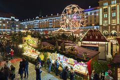 Striezelmarkt i Dresden, den av Tyskland ?ldst dokumenterade julmarknader royaltyfri fotografi