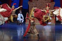 Strijder de dans-tweede handeling: een feest in de van het paleis-heldendicht de Zijdeprinses ` dansdrama ` royalty-vrije stock foto