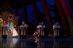 Strijder de dans-tweede handeling: een feest in de van het paleis-heldendicht de Zijdeprinses ` dansdrama ` royalty-vrije stock foto's