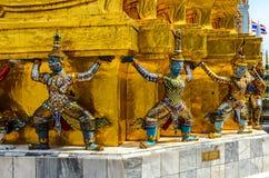 Strijderscijfers in Thaise tempel royalty-vrije stock afbeelding
