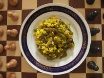 Strikt vegetarianmål på schackbräde Royaltyfri Foto