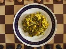 Strikt vegetarianmål på schackbräde Arkivfoton