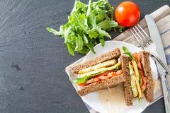 Strikt vegetariansmörgås med sallad och ost arkivbilder