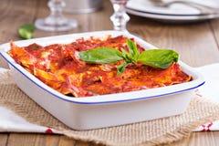 Strikt vegetariantofulasagner med tomatsås Royaltyfria Foton