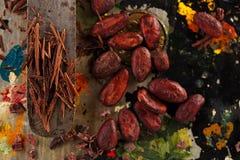 Strimlade choklad- och kakaobönor Arkivbild