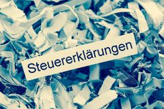 Strimlade pappers- självdeklarationer Arkivfoton