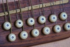 12-string guitare électroacoustique, pont photo libre de droits