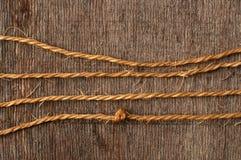 Stringa della corda e legno esposto all'aria Fotografia Stock