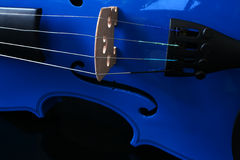 Stringhe blu del violino fotografia stock