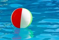 striped бассеин шарика Стоковые Изображения