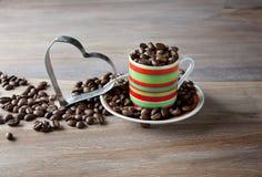 striped кофейная чашка фасолей Стоковые Фотографии RF