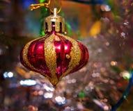 striped рождество шарика Стоковое Изображение