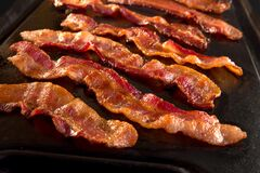 Free Strips Of Crispy Bacon On Cast Iron Pan Royalty Free Stock Photos - 169031868