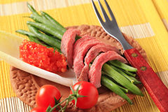 Strips of roast beef  with string beans Royalty Free Stock Photography