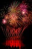 Strisce dei fuochi d'artificio rossi Fotografie Stock Libere da Diritti