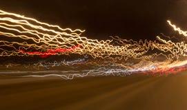 Strisce del semaforo dai fari dell'automobile Fotografia Stock Libera da Diritti