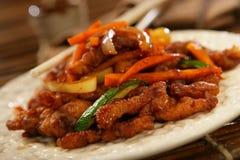 Strisce del seno e delle verdure di pollo immagine stock