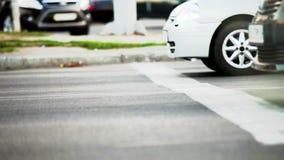 Striscia d'arresto dei semafori dopo verde archivi video