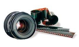 Striscia della pellicola & dell'obiettivo su bianco fotografie stock