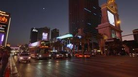 Striscia di Las Vegas ed hotel di Bellagio alla notte - U.S.A. 2017 video d archivio