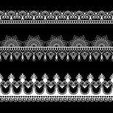Striscia laterale elementi di mehndi del pizzo nello stile indiano per la carta e tatuaggio isolato su fondo nero illustrazione di stock