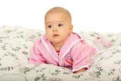 Strisciare sveglio della neonata Immagine Stock Libera da Diritti