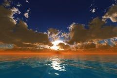 Strålar i moln över havet Arkivbilder