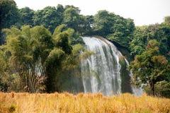 Stro in padieveldvoorzijde van de waterval van Verbodsgioc in Vietnam Royalty-vrije Stock Fotografie