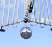 Stroboscoop het hangen op de draden Stroboscoop voor een straatdisco stock foto
