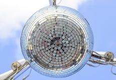 Stroboscoop het hangen op de draden Stroboscoop voor een straatdisco stock afbeelding