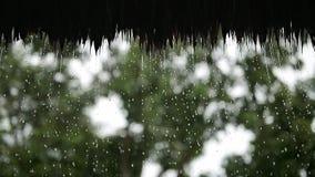 Strodak onder regen stock footage
