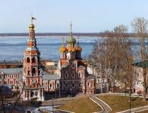 Stroganov kyrka och belltower i Nizhny Novgorod Royaltyfri Bild