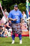 Strogman Hafà ¾ à ³ r在苏格兰高地比赛的JúlÃus Björnsson 免版税图库摄影