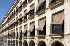 Stroh-Blendenverschlüsse über Windows in Spanien Lizenzfreie Stockfotografie
