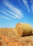 Strohballen auf einem Bauernhof Stockfotos
