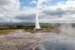 Strokkur喷泉爆发,冰岛 免版税库存图片