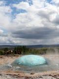 Strokkur喷泉爆发,冰岛 库存图片