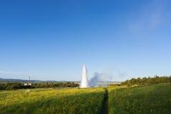 Strokkur gejzeru erupcja w Iceland Zdjęcie Stock