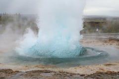 Strokkur geysir在冰岛 免版税库存照片