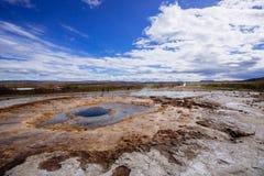 Strokkur Geysir извергая Стоковое Изображение