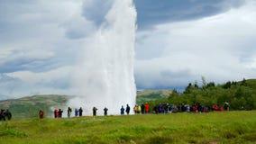 Strokkur geysir på Island, Island lager videofilmer