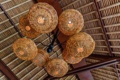 Strolampen Geschoten in een Restaurant Natuurlijke materialen Bali, Indonesië royalty-vrije stock foto's
