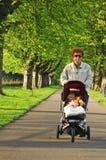 Stroll im Park stockfoto