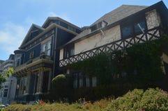 Strolling κατά μήκος της οδού του Σαν Φρανσίσκο βρίσκουμε αυτά τα βικτοριανά σπίτια Αρχιτεκτονική διακοπών ταξιδιού στοκ φωτογραφία