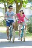 Strolling σε ένα ποδήλατο στοκ φωτογραφία