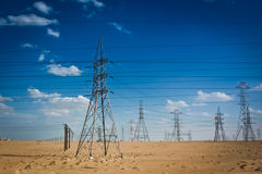 Strom-Übertragung in Kuwait Lizenzfreie Stockfotos